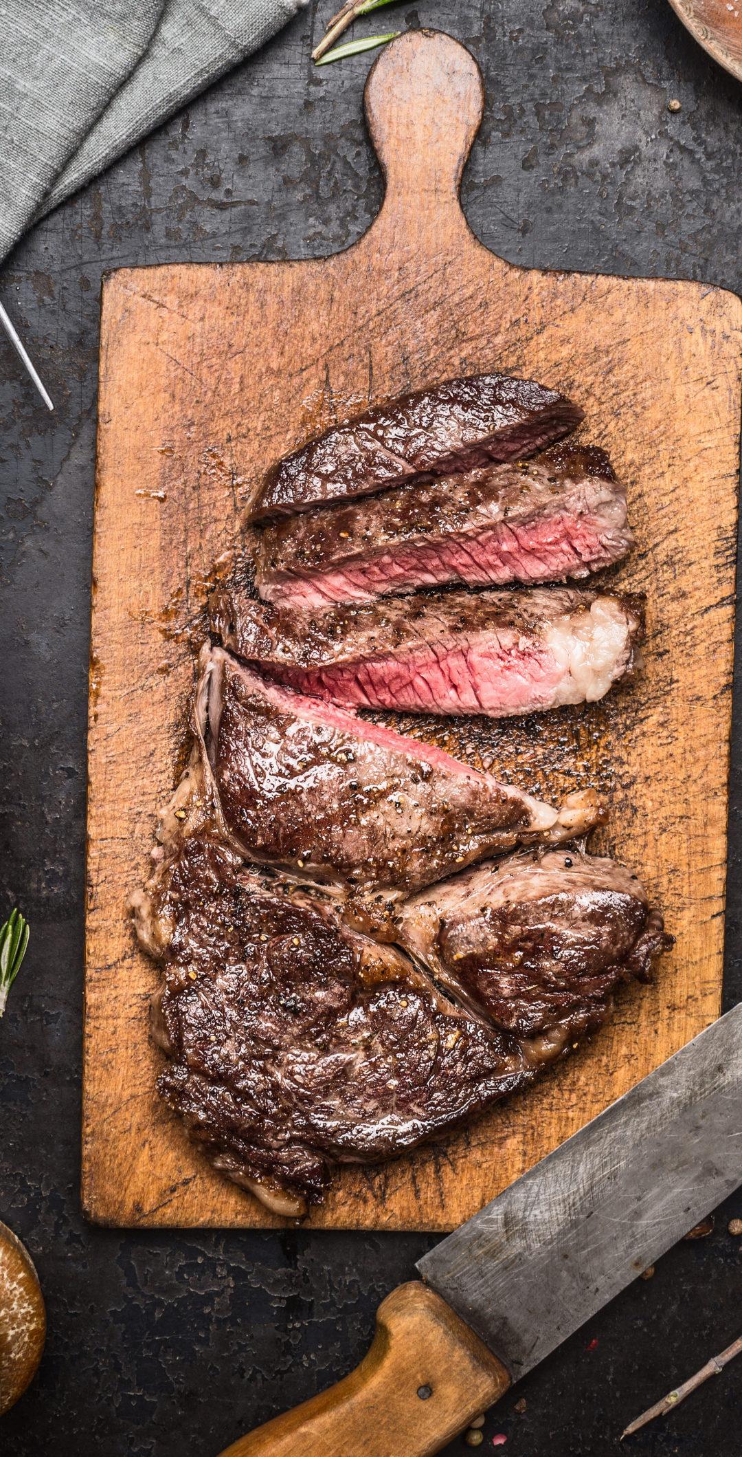 overhead of sliced, seared skirt steak on cutting board