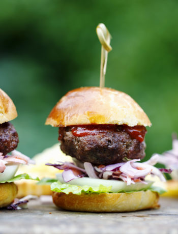 asian burgers with spicy mayo